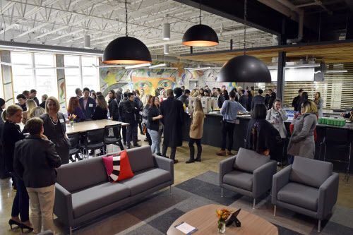 El área común, junto a la cocina del Fannie C. Harris Youth Center en Dallas. Ben Torres/Especial para Al Día