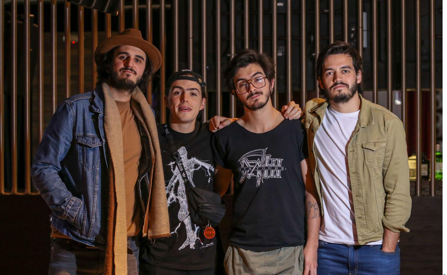 La banda colombiana Morat confirmó que uno de sus integrantes, Juan Pablo Villamil, dio positivo al coronavirus, por lo que considera que todos los demás miembros también están contagiados.
