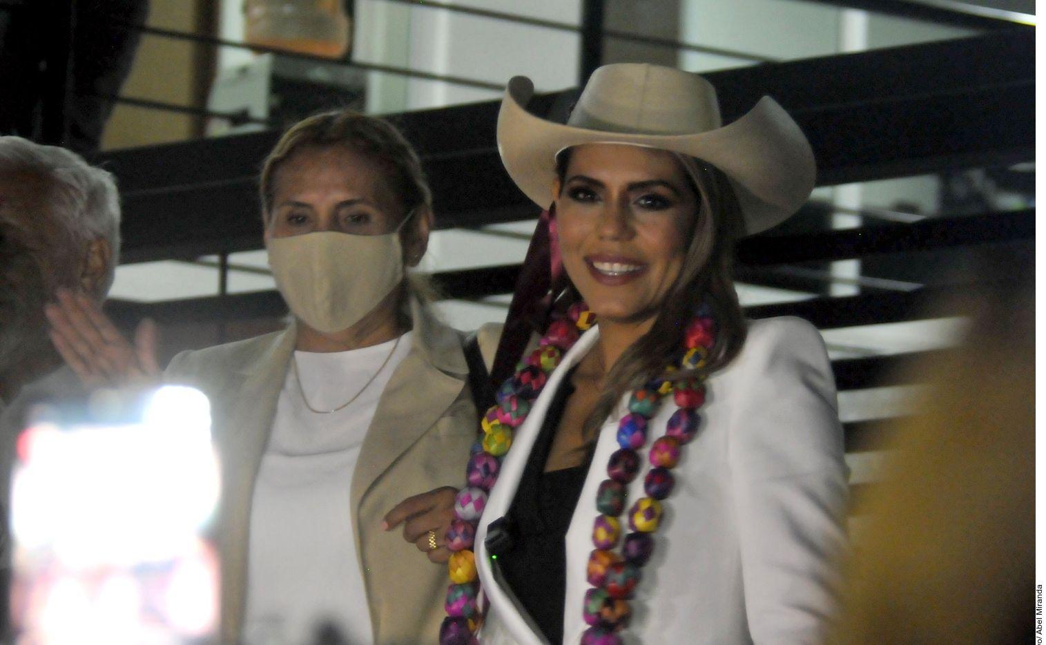 El sábado, la dirigencia de Morena aseguró que Evelyn Salgado (der.) fue la mejor posicionada en tres encuestas telefónicas, por lo que se solicitó el registro como candidata, en sustitución de su padre.