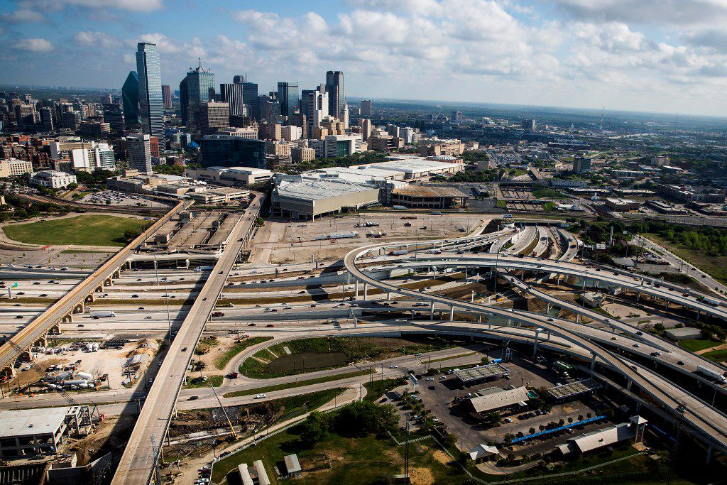 Irving-based Fluor Corp., which built the Horseshoe in downtown Dallas and several other local highway projects, is expected to announce strategic changes Tuesday as part of a turnaround plan.