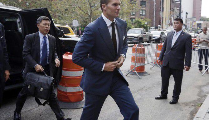 """Un juez revocó la suspensión de cuatro partidos del quarterback de los Patriots, Tom Brady, por el """"Deflategate"""". (AP/RICHARD DREW)"""