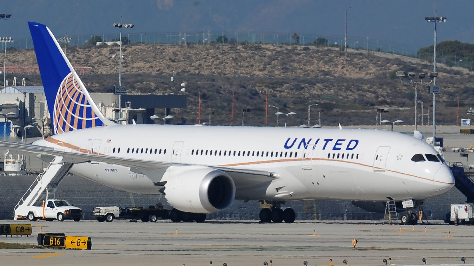 A  United Boeing 787 Dreamliner is seen on the tarmac at Los Angeles International Airport January 17, 2012.