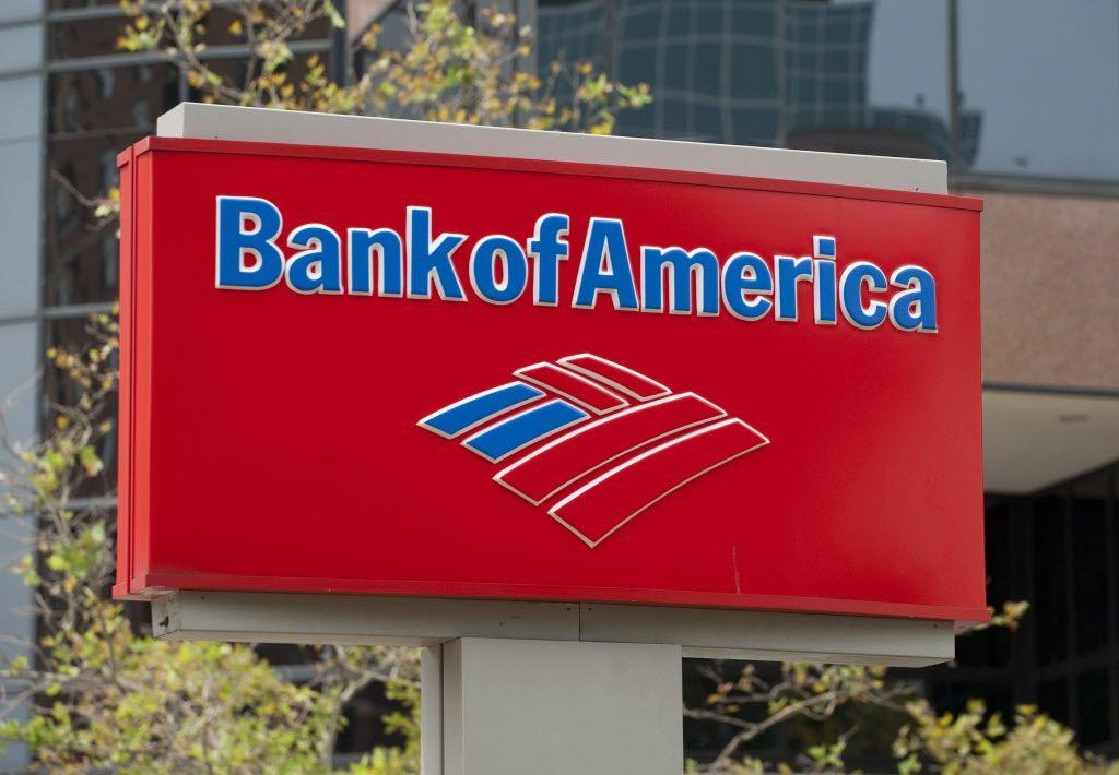 Una mujer robó la identidad de una persona con una cuenta bancaria en Bank of America en Dallas.