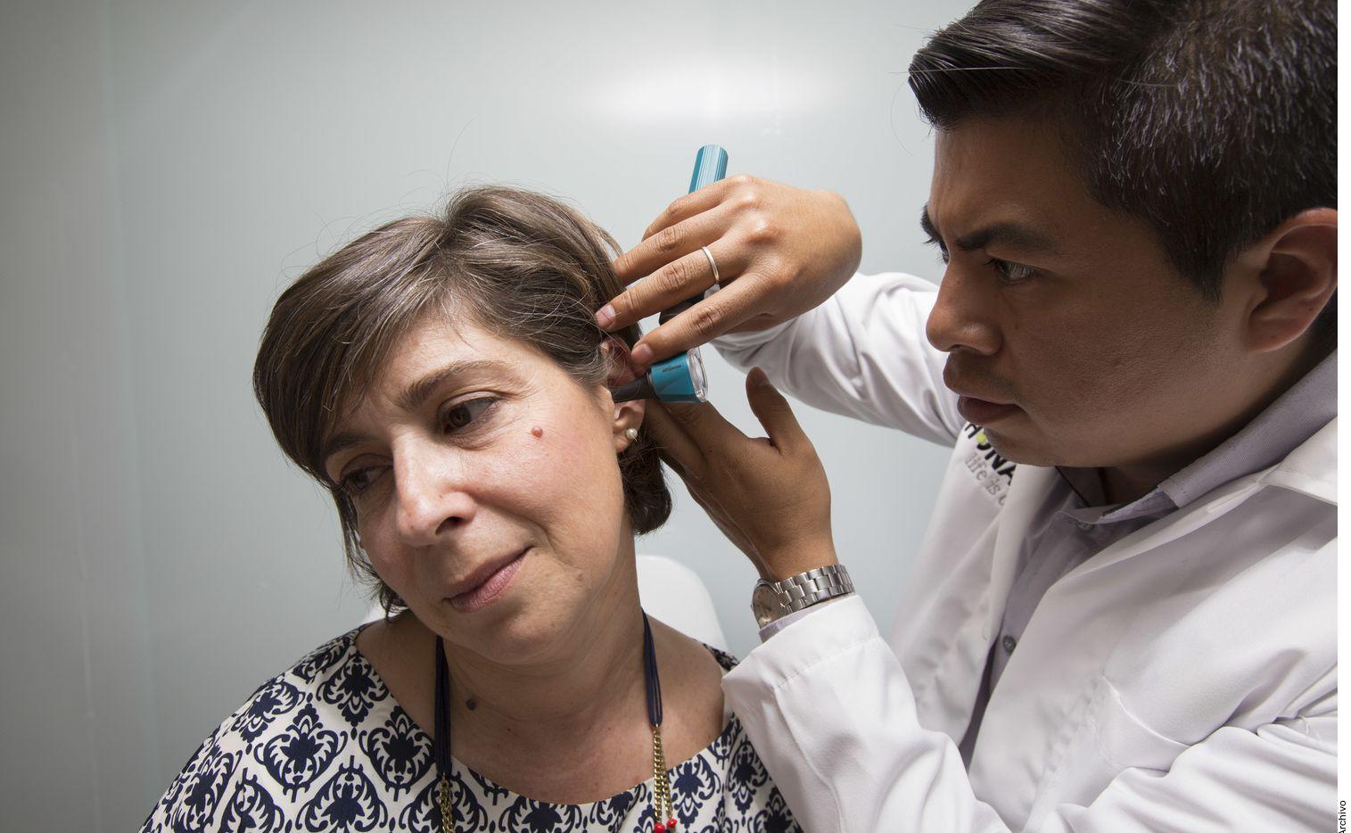 La cera en los oídos no indica suciedad, como muchos creen, sino que se trata de una secreción creada por las glándulas ceruminosas que protege de infecciones y lubrica.