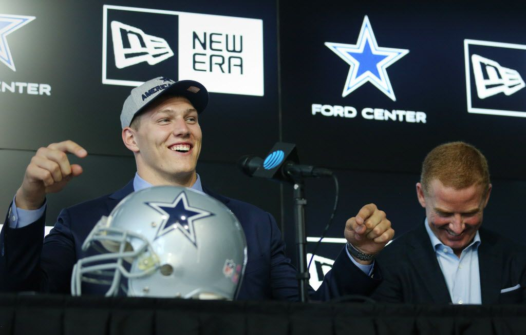 Dallas Cowboys head coach Jason Garrett (right) reacts as Boise State linebacker Leighton Vander Esch speaks during a press conference after arriving at The Star for the first time after being picked the day before by the Dallas Cowboys with the 19th overall pick in the 2018 National Football League draft in Frisco, Texas Friday April 27, 2018. (Andy Jacobsohn/The Dallas Morning News)