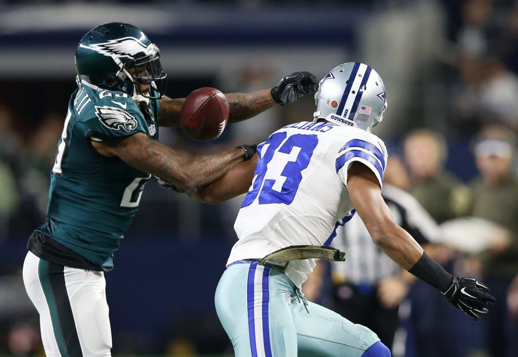 Dallas Cowboys wide receiver Terrance Williams (83) and Philadelphia Eagles cornerback Nolan Carroll (23) fail to catch a ball that both of them touched during the first half of play at AT&T Stadium in Arlington, on Sunday, November 8, 2015. (Vernon Bryant/The Dallas Morning News)