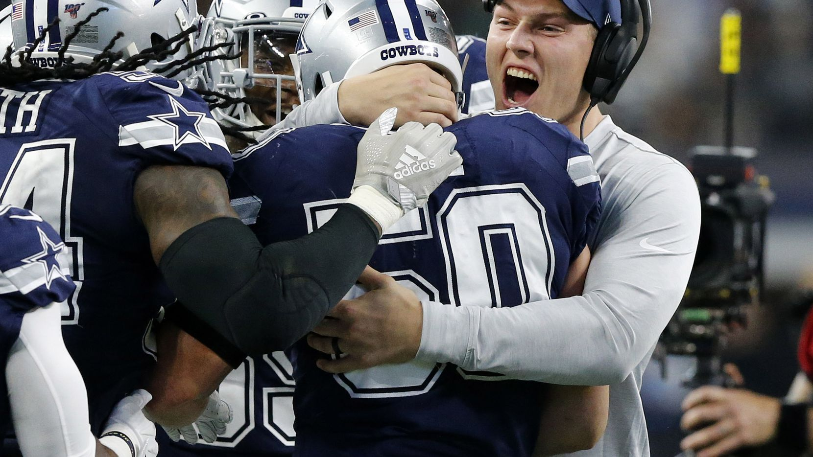 Dallas Cowboys injured outside linebacker Leighton Vander Esch (right) congratulates outside linebacker Sean Lee (50) after his second quarter interception against the Los Angeles Rams at AT&T Stadium in Arlington, Texas, Sunday, December 15, 2019. (Tom Fox/The Dallas Morning News)