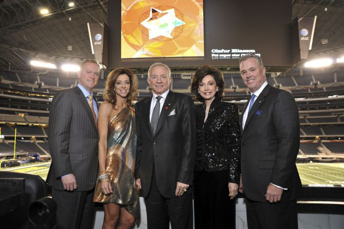 Jerry Jones, with son Jerry Jr. (left), daughter Charlotte Anderson, wife Gene and son Stephen, has made the Cowboys a family enterprise.