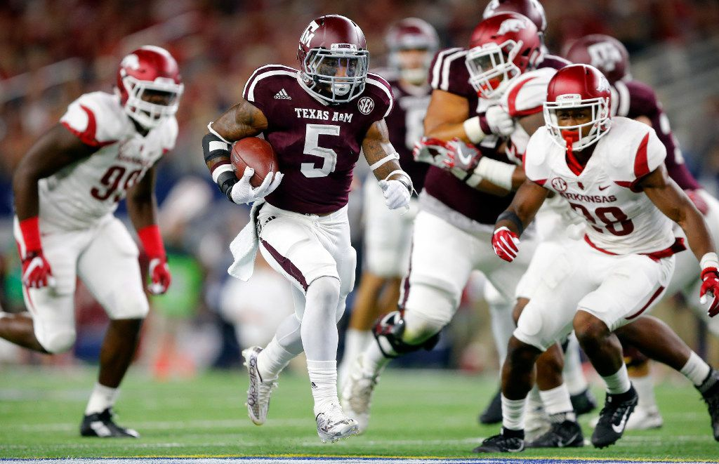 Texas A&M Aggies running back Trayveon Williams (5) breaks away for a long fourth quarter touchdown run against the Arkansas Razorbacks in the Southwest Classic at AT&T Stadium in Arlington, Texas, Saturday, September 24, 2016.(Tom Fox/The Dallas Morning News)