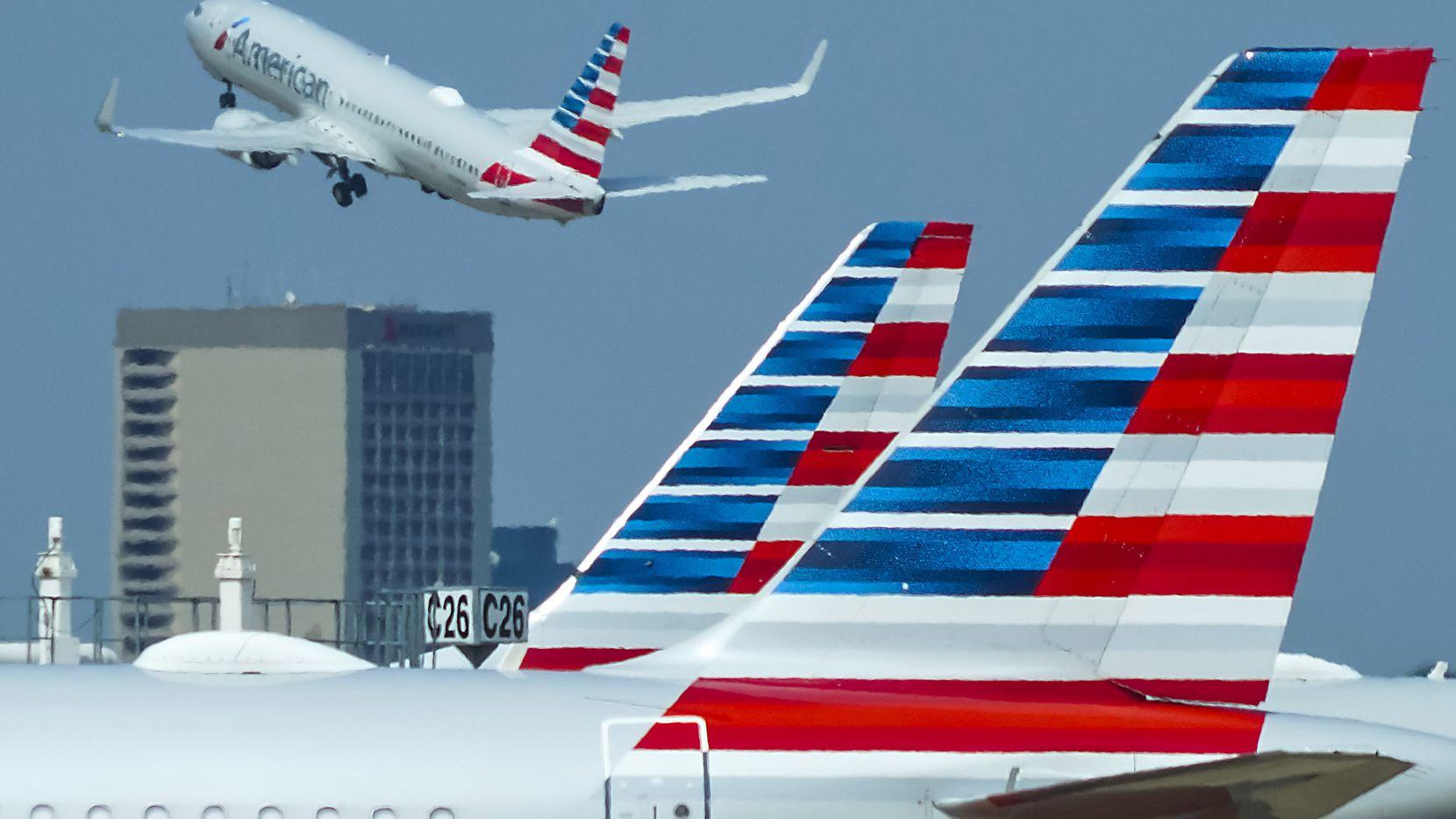 Los sindicatos de las aerolíneas pidieron un plan alternativa para evitar la repentina escasez de pilotos debido a que no quieren vacunarse.