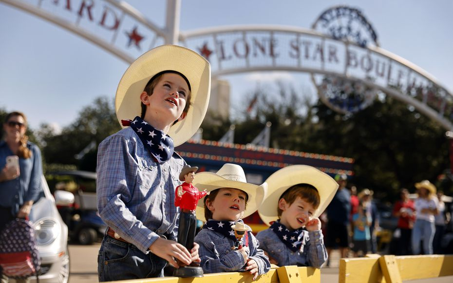 Isaiah Lee, 8, and twin brothers Zachary Lee (center) and Zane Lee watch as Tex was lifted into place atop Big Tex Circle at the State Fair of Texas on Sept. 17, 2021.