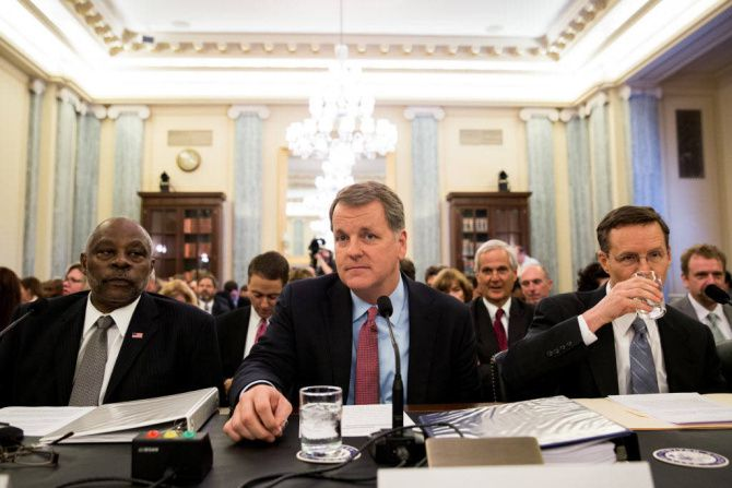 From left: Gerald Dillingham of the Government Accountability Office, Doug Parker of US Airways and Gary Kennedy, general counsel at American Airlines, prepare to testify before a Senate panel.