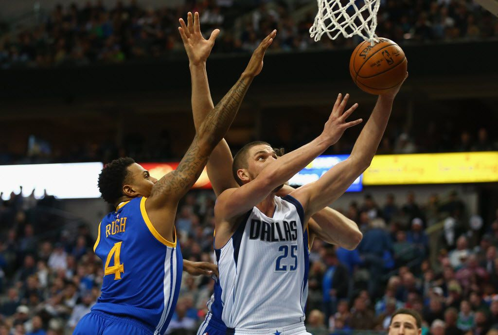 DALLAS, TX - DECEMBER 30:  Chandler Parsons #25 of the Dallas Mavericks takes a shot against Brandon Rush #4 of the Golden State Warriors at American Airlines Center on December 30, 2015 in Dallas, Texas.  NOTE TO USER: User expressly acknowledges and agrees that, by downloading and or using photograph, User is consenting to the terms and conditions of the Getty Images License Agreement.  (Photo by Ronald Martinez/Getty Images)
