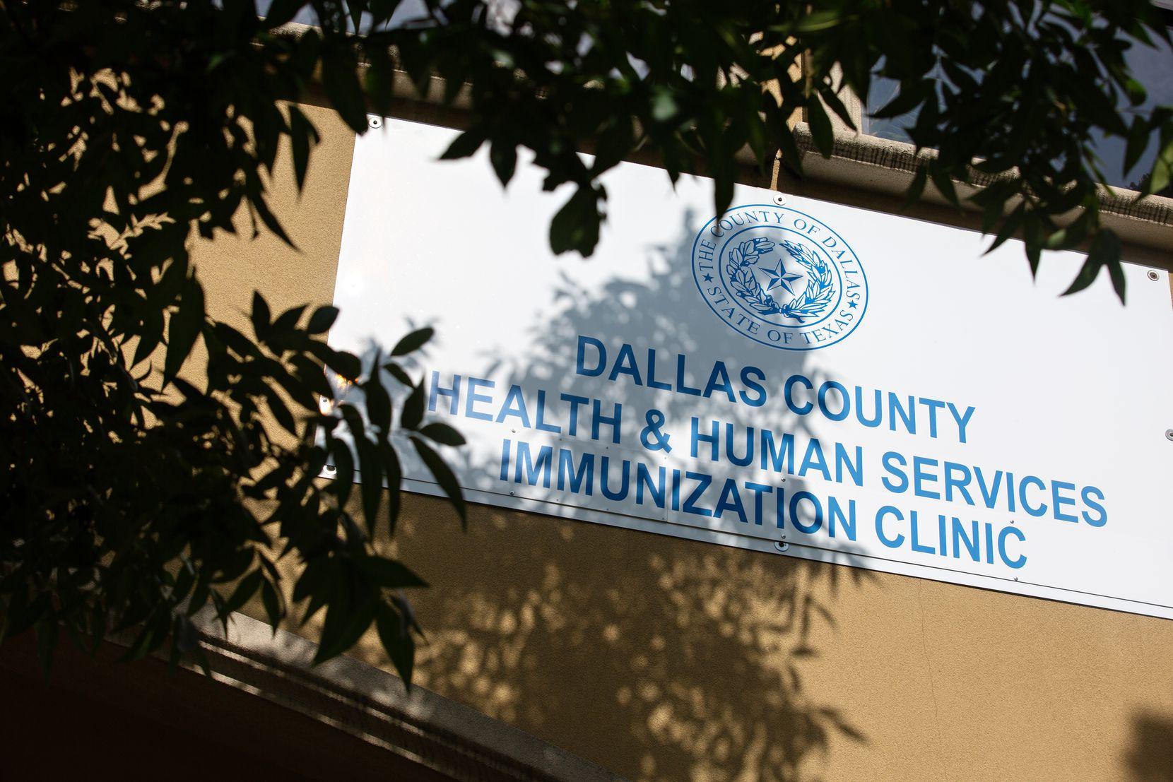 Las vacunas requeridas para estudiantes de kínder a doceavo grado se pueden encontrar en algunas clínicas de inmunización del Departamento de Salud y Servicios Humanos del condado de Dallas como Jefferson-Oak Cliff Branch Immunization Clinic. Las Clínicas para Jóvenes y Familias del Hospital Parkland también las ofrecen. (Shelby Tauber/Special Contributor)