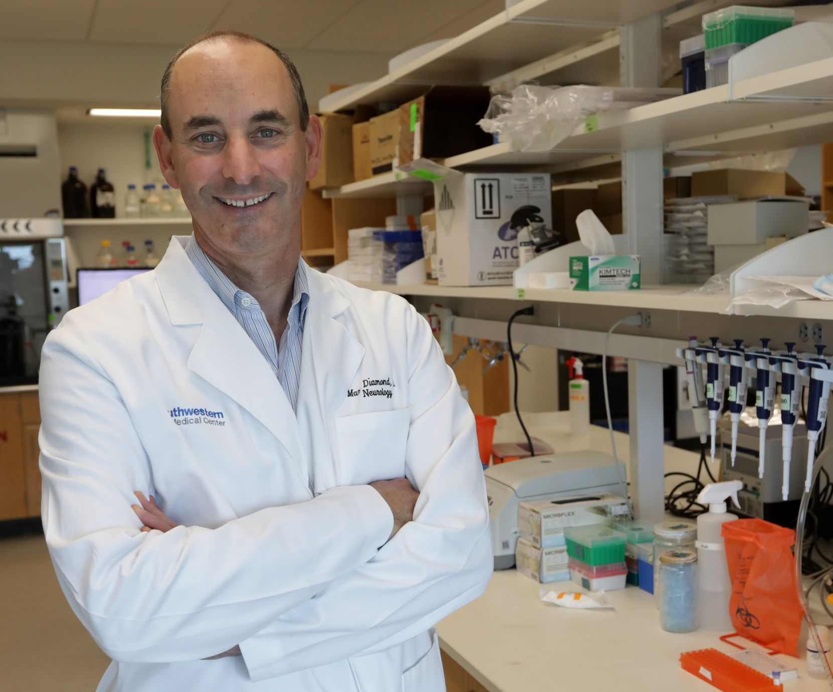 Dr. Marc Diamond of UT Southwestern Medical Center said he disagrees with federal regulators' decision to approve the new Alzheimer's drug aducanumab.