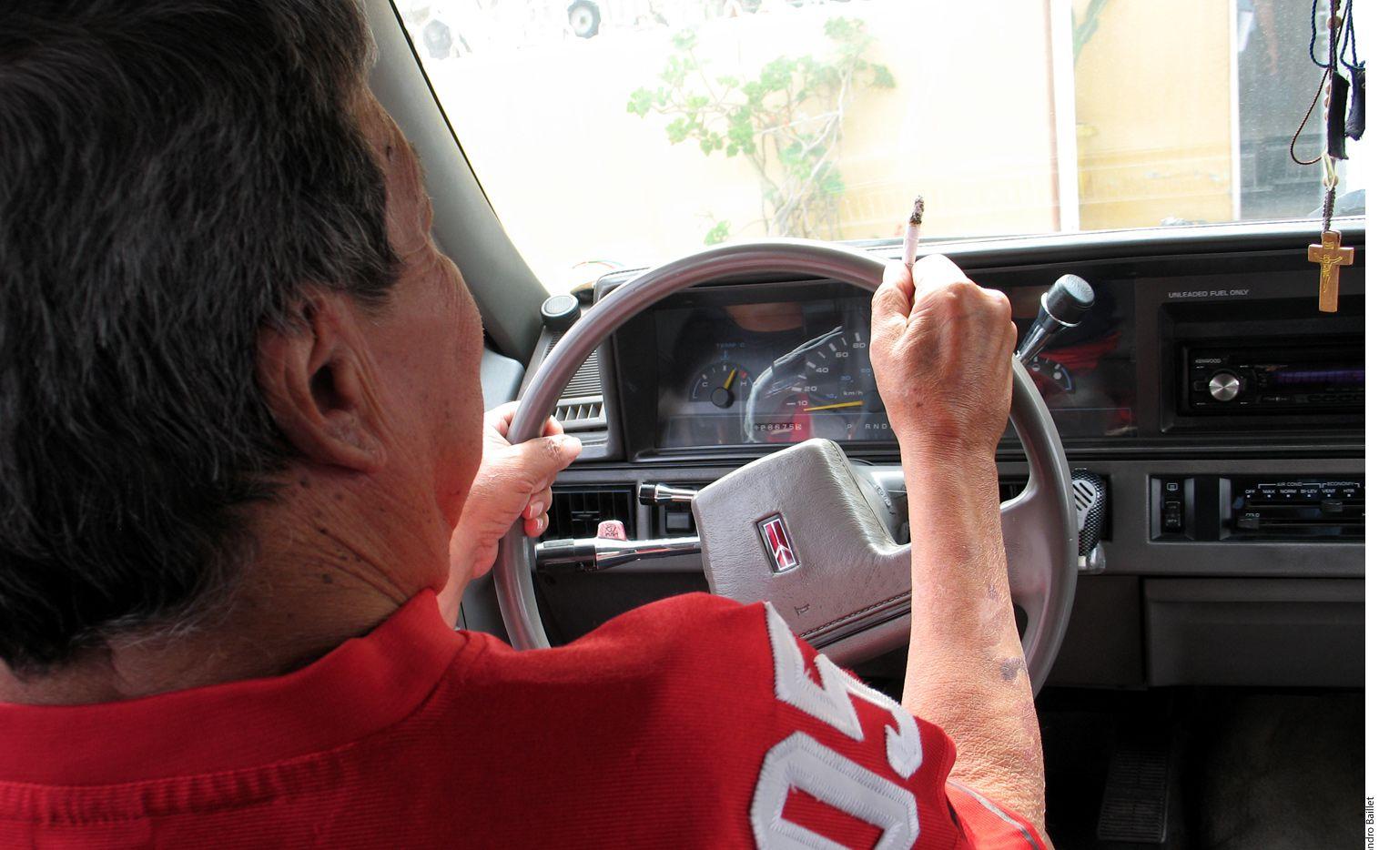 En conjunto con la Fundación Interamericana del Corazón México, la UNAM ofrece tratamiento gratuito a 90 adultos que deseen librarse del tabaquismo. AGENCIA REFORMA.