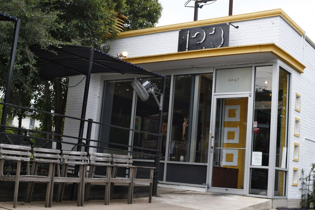 Mot Hai Ba is in the Old East Dallas space that was once Sharon Hage's York Street