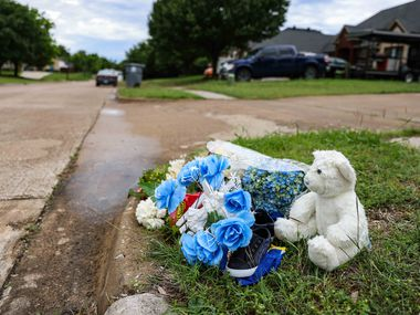 A makeshift memorial on Saddleridge Drive in Dallas rests near the spot where the body of 4-year-old Cash Gernon was found May 15.