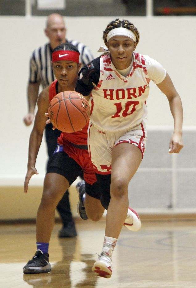 Mesquite Horn guard Da'Lonna Choice (10) races past mid court beyond the defense of Duncanville guard Tristen Taylor (11) during first half action. The two teams played their Class 6A area-round playoff basketball game at Loos Field House in Addison on February 23, 2021. (Steve Hamm/ Special Contributor)