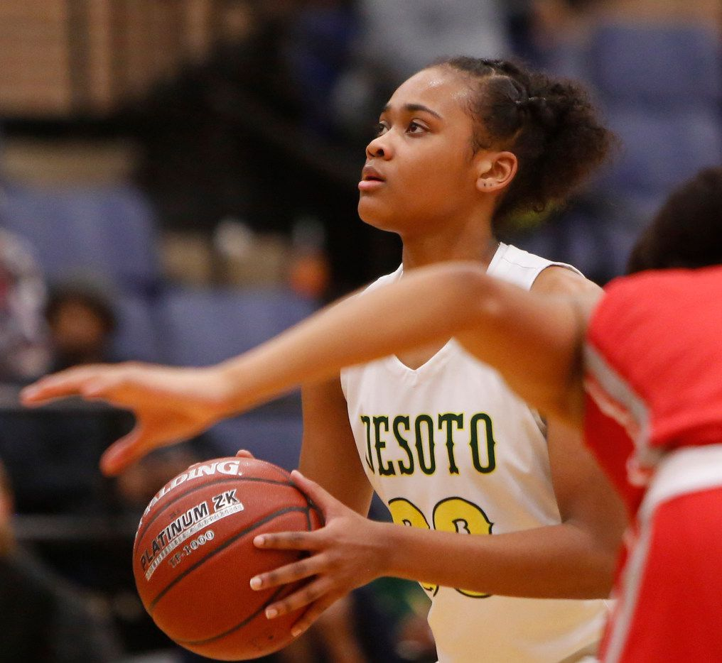 DeSoto's Kendall Brown focuses before shooting a free throw against Irving MacArthur in a playoff game in 2019. (Steve Hamm/Special Contributor)