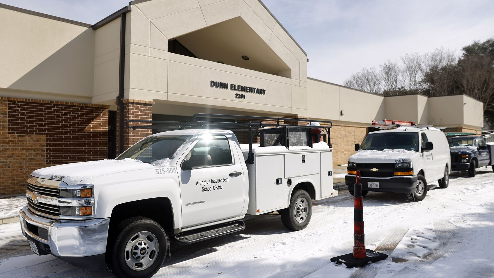 Arlington Independent School District crews began cleanup Thursday at Dunn Elementary School after a large water pipe burst and flooded the school.