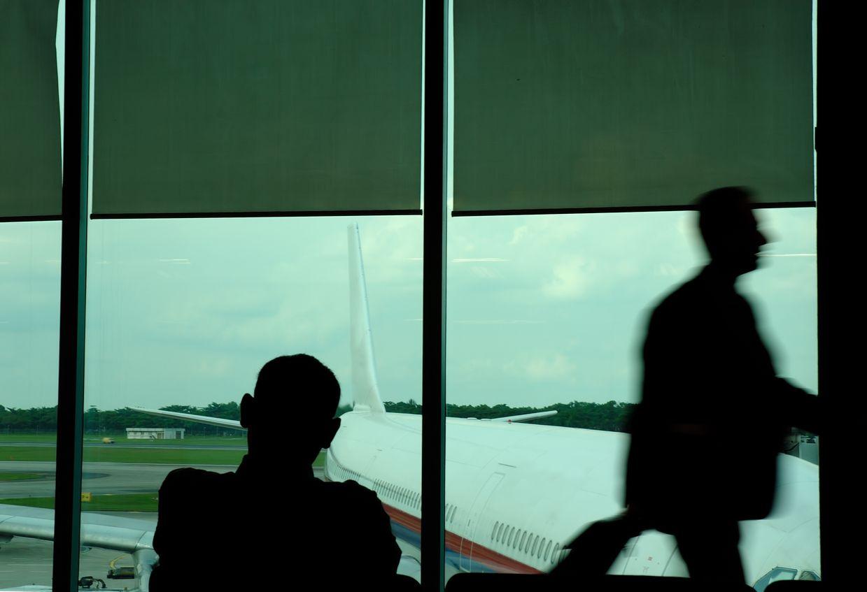 Por lo general, los viajeros con problemas visuales llegan al aeropuerto y solicitan un guía.