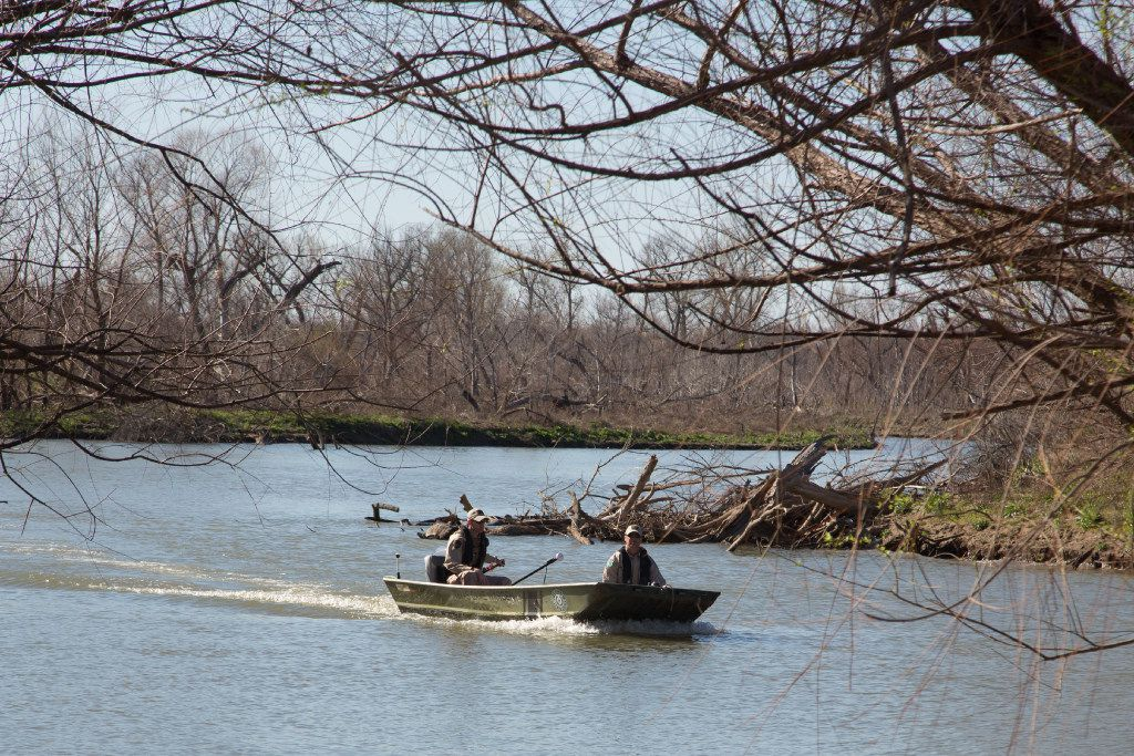 Rescuers look for a missing man in March 2017 in Trophy Club. A recent disappearance on Grapevine Lake has the Grapevine Fire Department and Texas Parks and Wildlife looking for a 19-year-old.