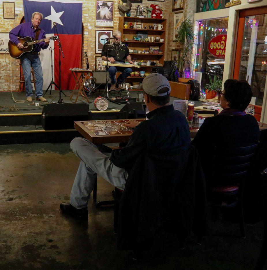 Joe Pat Hennen (left) and Joe Snow perform at the All Good Cafe in the Deep Ellum neighborhood of Dallas on Jan. 19, 2018.