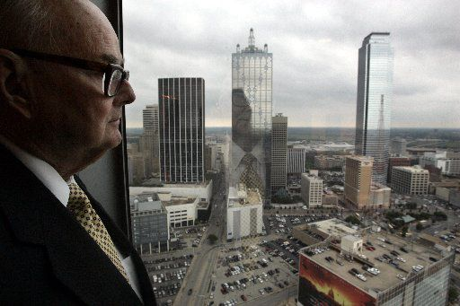 ORG XMIT: *S0412660063* Henry Gilchrist of Jenkens & Gilchrist, has been keeping a vigil eye on downtown Dallas since first coming to work here in the early 1950's. He is photographed on April 25, 2005 at his law firm. 05152005xBiz 05292005xBiz 03042007xBIZ
