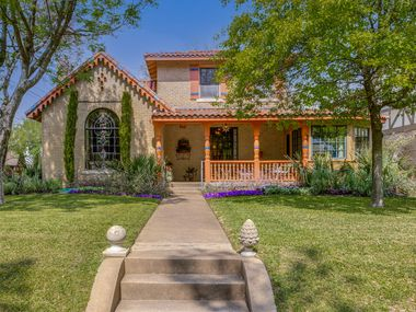 Take a look at this historic Hollywood Heights home at 802 Clermont Ave. in Dallas.