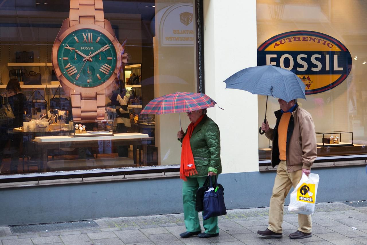 Richardson-based Fossil Group shares plunged on Wednesday after it swung to a fourth-quarter loss.