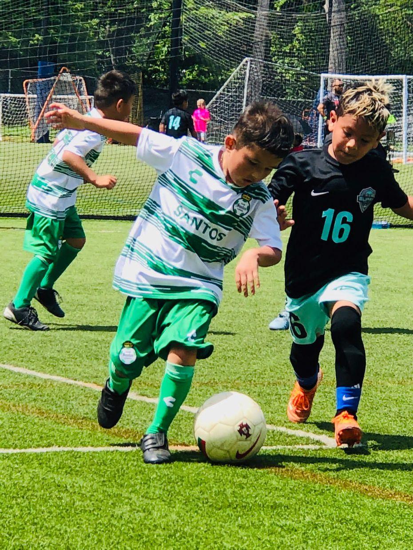 En la Academia de Santos Laguna en Dallas hay equipos de categorías que van de los 4 a los 17 años.