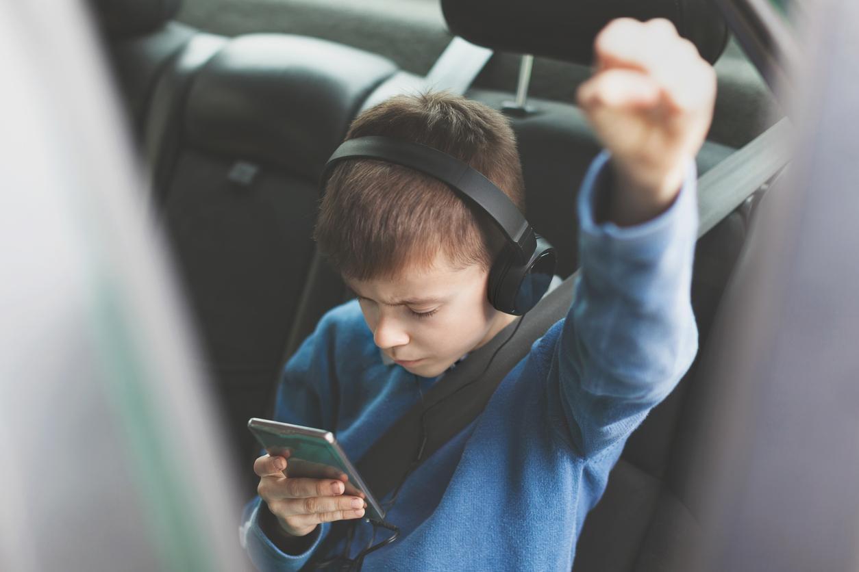Hijos menores deben tener supervisión en los lugares que visitan en redes sociales.(Getty Images)