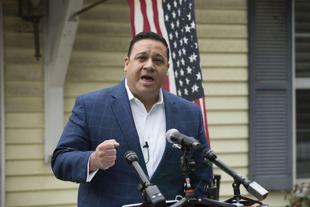 El ex representante estatal Jason Villalba lanzó su candidatura a la alcadía desde la casa de su abuela en Oak Cliff. DANIEL CARDE/DMN