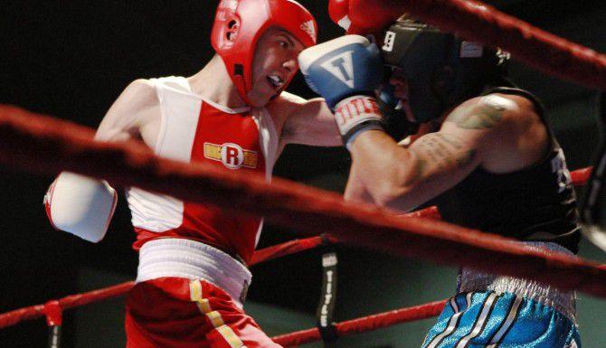 Alex Rincón (izq.) derrotó a Juan Zapata en la final estatal de 165 libras de los Guantes de Oro de Texas. (ESPECIAL PARA AL DÍA/BEN TORRES)