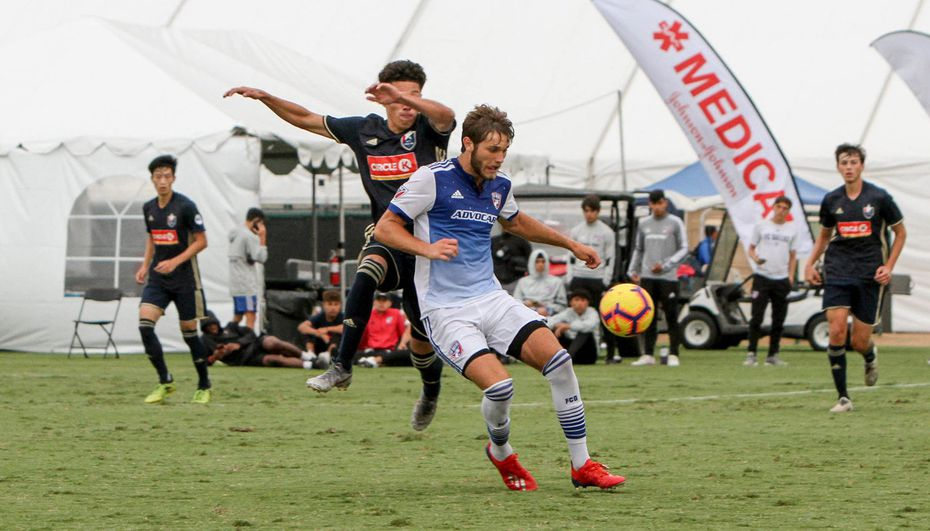 Tanner Tessmann controls the ball while shielding off a North Carolina FC defender in the 2019 DA Playoffs.
