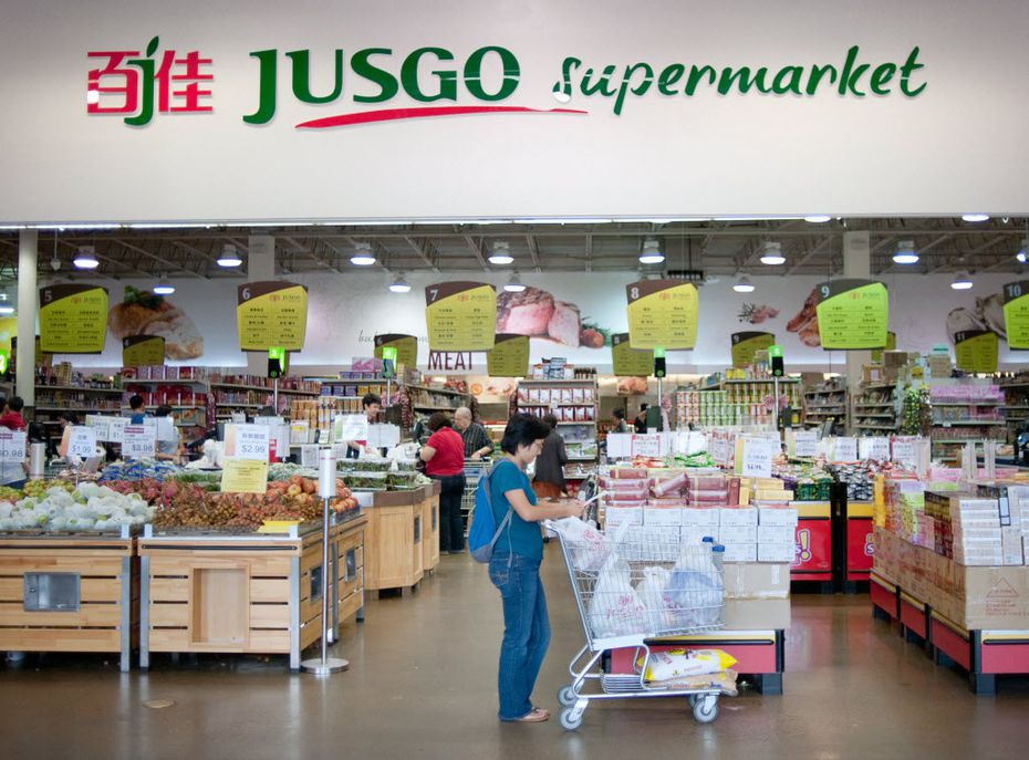 Shoppers in the Jusgo Supermarket, which is owned by a company based in Taiwan and caters to the Asian community, in the Dallas suburb of Plano, Texas, Oct. 24, 2015. In the fast-growing suburb, the number of people born in mainland China swelled to nearly 6,000 in 2010, from 3,600 in 2000, and the group has since expanded.