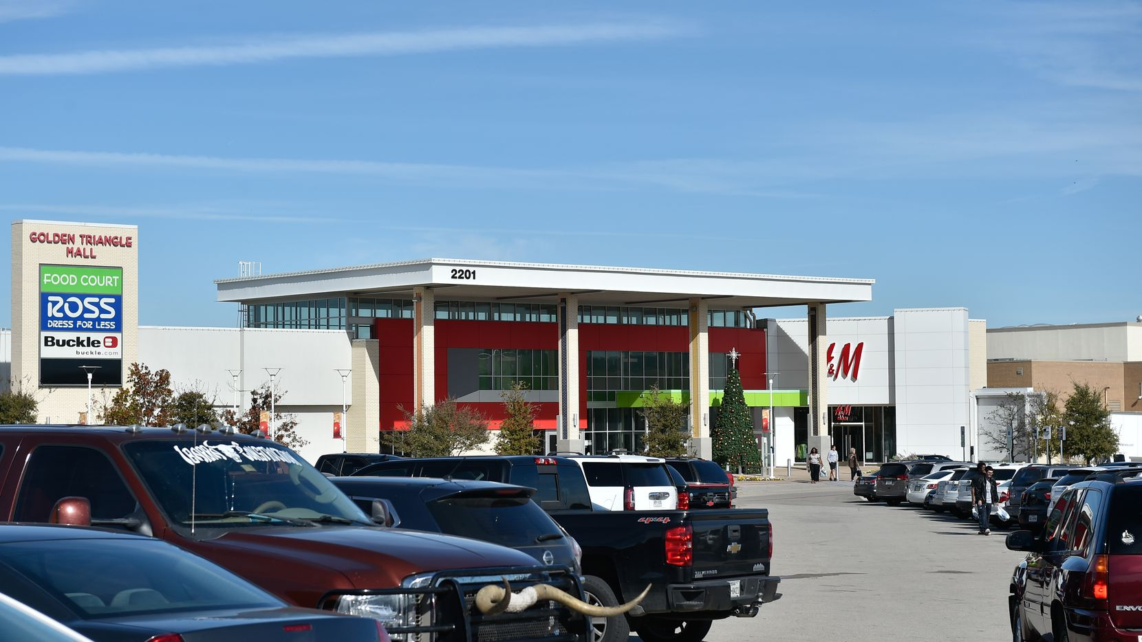 Retail property vacancies are down and shopping center leasing is up in North Texas.