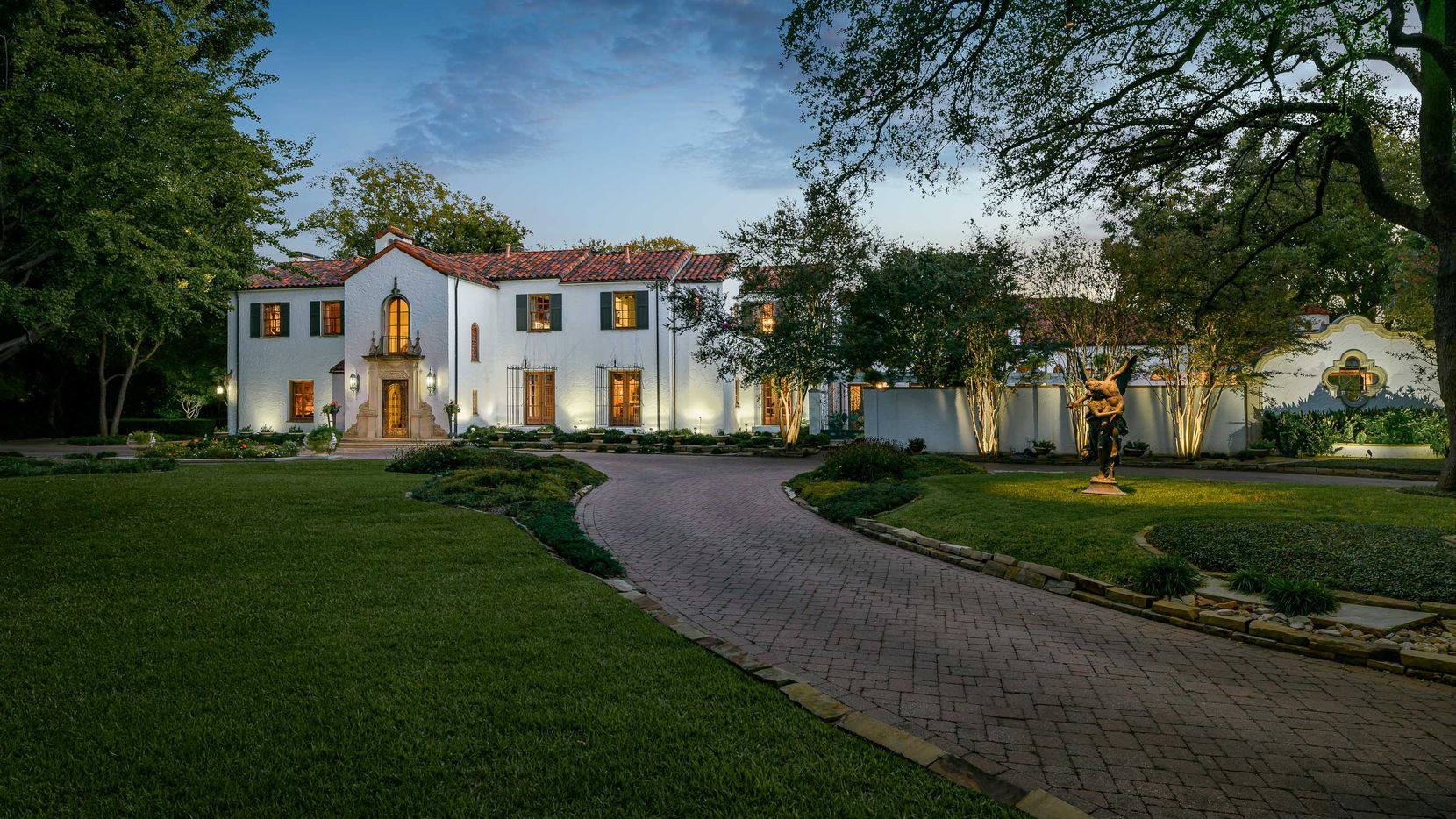 Take a look at the home at 4201 Armstrong Parkway in Dallas.