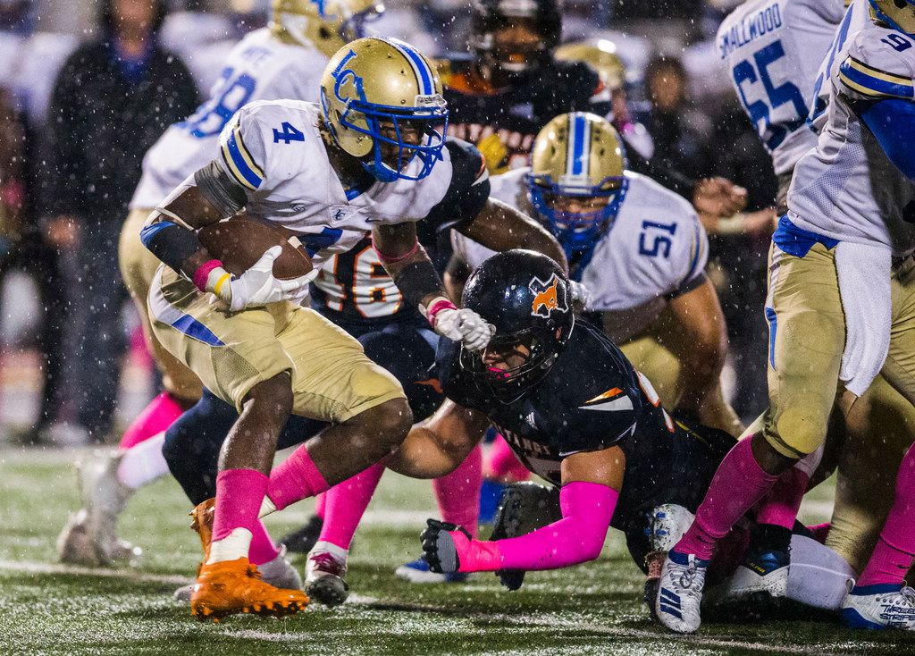 Garland Lakeview running back Camar Wheaton (4) runs the ball during the fourth quarter of a District 10-6A high school football game between Sachse and Garland Lakeview on Thursday, October 24, 2019 at Williams Stadium in Garland.