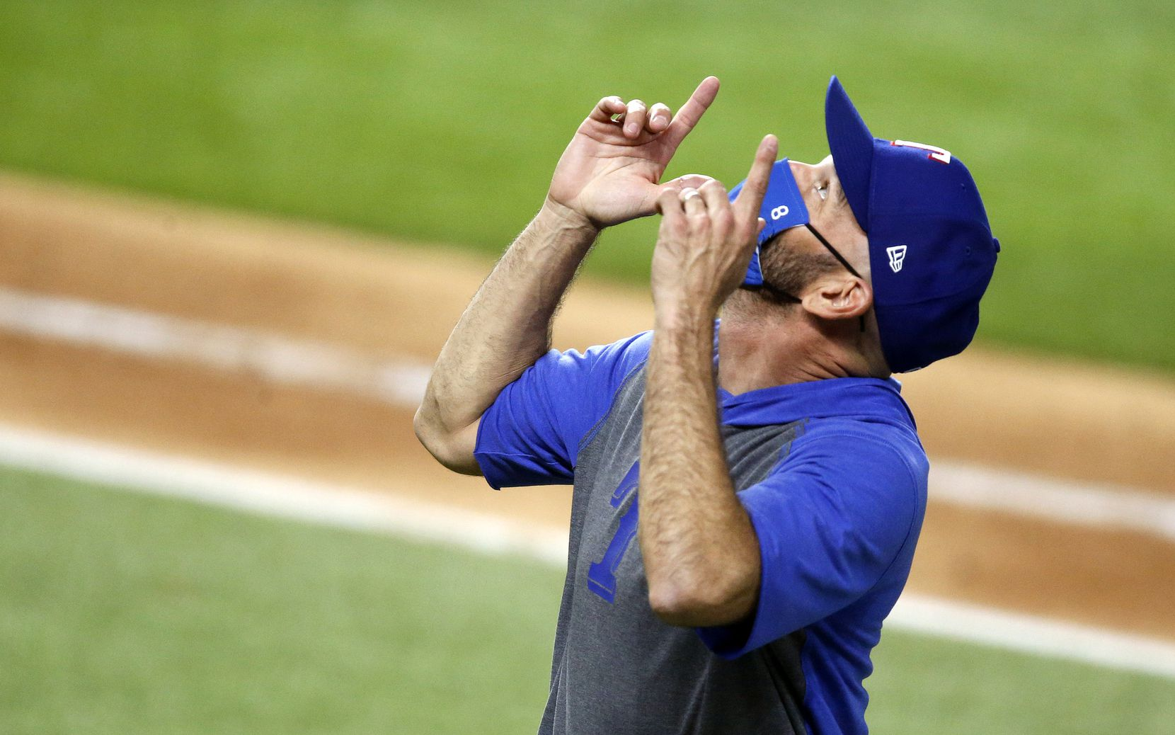 Texas Rangers manager Chris Woodward points skyward in relief after finally getting a win.  The Rangers defeated the Los Angeles Angels, 7-1, at Globe Life Field in Arlington, Texas, Tuesday, September 8, 2020. (Tom Fox/The Dallas Morning News)