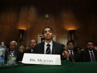 El grupo para controlar covid-19 formado por Joe Biden lo encabeza el exdirector de salud pública Vivek Murthy (foto).