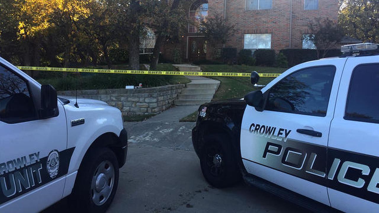La policía arrestó a un adolescente de 17 años por la muerte de sus padres en Crowley, el miércoles. (TIM CIESCO/KXAS-TV (NBC5))