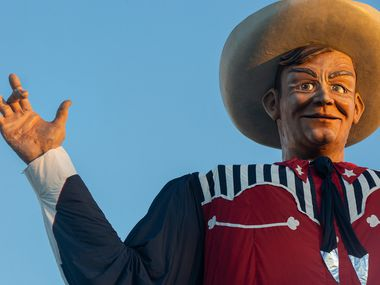 Big Tex's right hand has mechanisms in each joint that allow the fingers to bend. But this didn't look quite right, so a crew climbed 50 feet into the air to straighten out his middle digit.