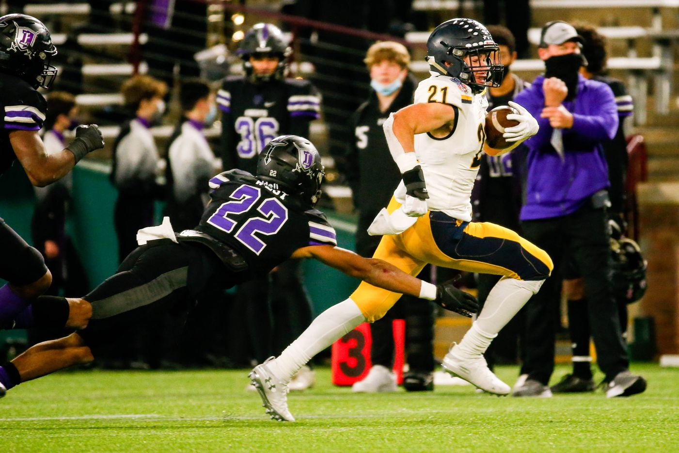Highland Park's Anthony Ghobriel (21) dodges Frisco Independence's Brayden West (22) during the second half of a Class 5A Division I area-round playoff game against  at Globe Life Park in Arlington on Thursday, Dec. 17, 2020. Highland Park won 42-20. (Juan Figueroa/ The Dallas Morning News)