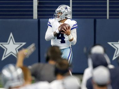 Dallas Cowboys quarterback Dak Prescott (4) catches a touchdown pass against the New York Giants during the second quarter at AT&T Stadium Stadium in Arlington, Texas, Sunday, October 11, 2020.