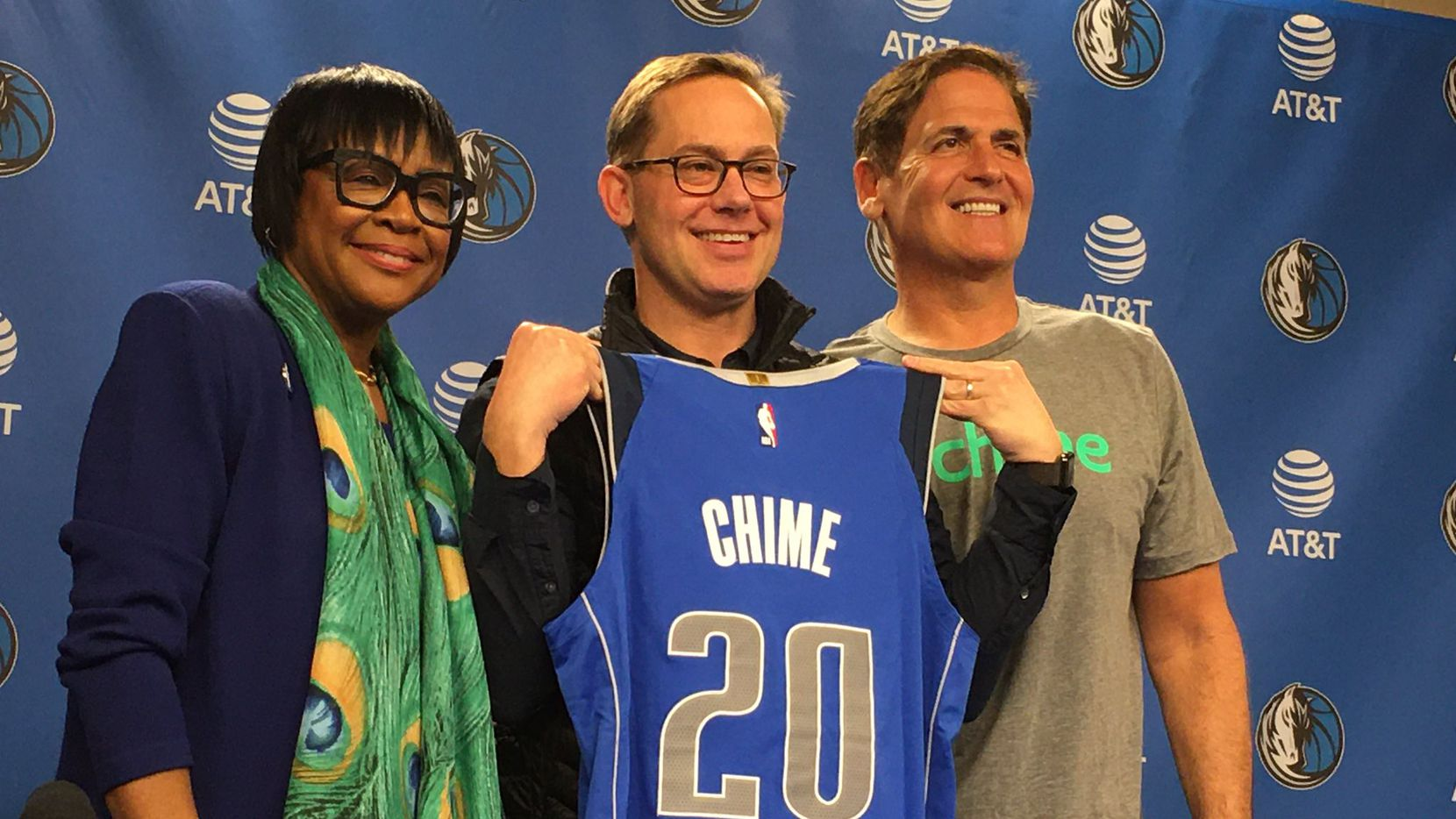 Mavericks CEO Cynthia Marshall (left), Chime CEO and founder co-founder Chris Britt (center) and Mark Cuban (right) pose for a photo (January 17, 2019).