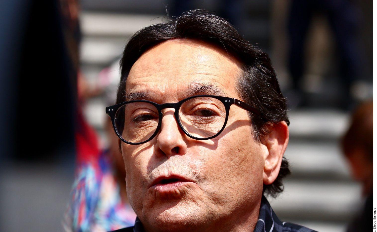 El presentador Juan José Origel voló a Estados Unidos para vacunarse. El mexicano consideró que era una tristeza que México no le diera esa posibilidad, aunque fue criticado en redes.