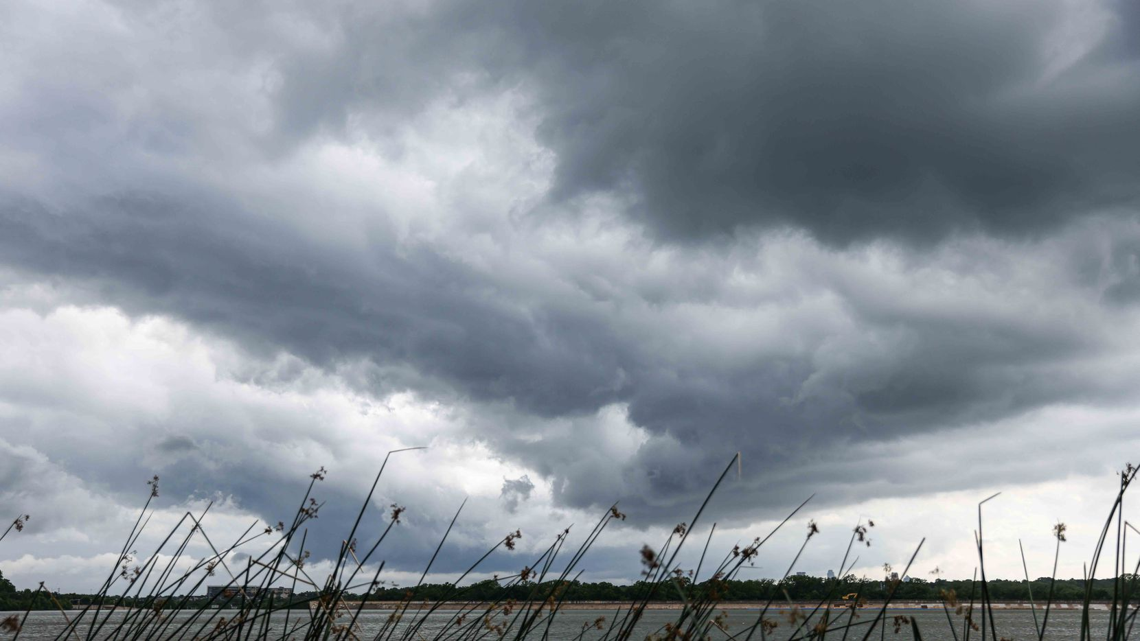 El sábado será un día lluvioso en White Rock Lake y otros lugares de Dallas con temperaturas por debajo de lo normal.