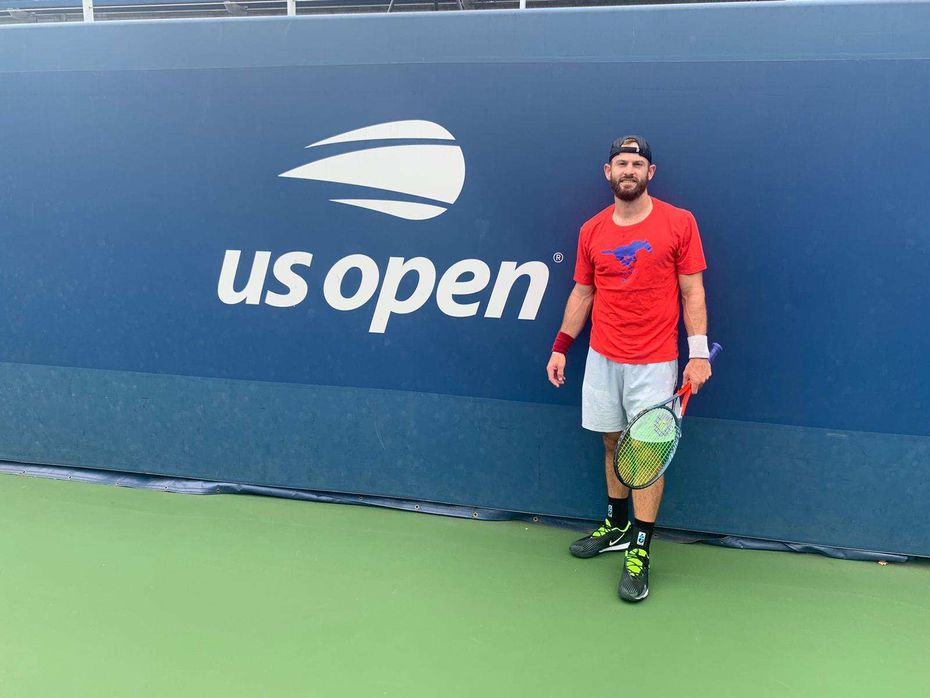 Nate Lammons stands out on a U.S. Open court, donning an SMU shirt. He played in the unique 2020 U.S Open.
